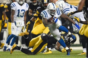 PITTSBURGH, PA - DECEMBER 6: Frank Gore #23 of the Indianapolis Colts runs the ball in the third quarter of the game against the Pittsburgh Steelers at Heinz Field on December 6, 2015 in Pittsburgh, Pennsylvania. (Photo by Joe Sargent/Getty Images)