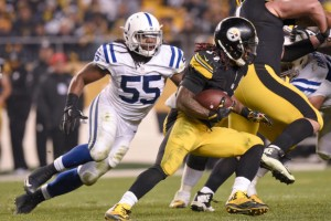 Pittsburgh Steelers running back DeAngelo Williams (34) runs past Indianapolis Colts inside linebacker Nate Irving (55) in the second half of an NFL football game, Sunday, Dec. 6, 2015, in Pittsburgh. (AP Photo/Don Wright)